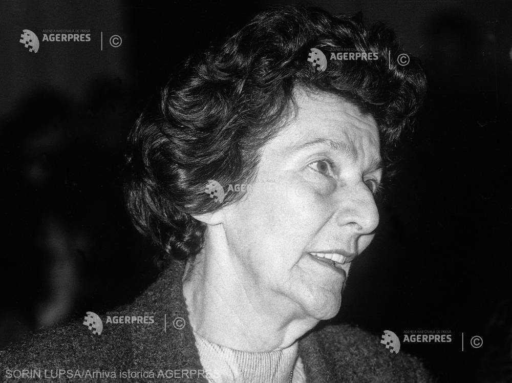 O PERSONALITATE PE ZI: Academician Zoe Dumitrescu-Buşulenga - Maica Benedicta