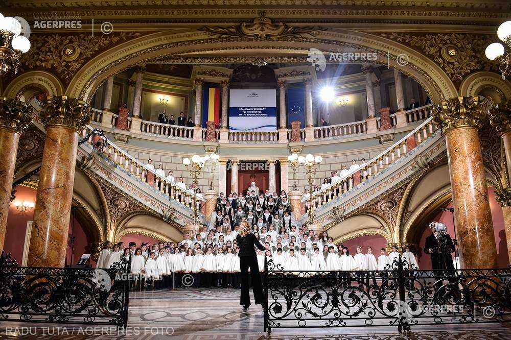 """TIMP LIBER DE ACASĂ: Concert de muzică religioasă susţinut de Corul Filarmonicii """"George Enescu''"""