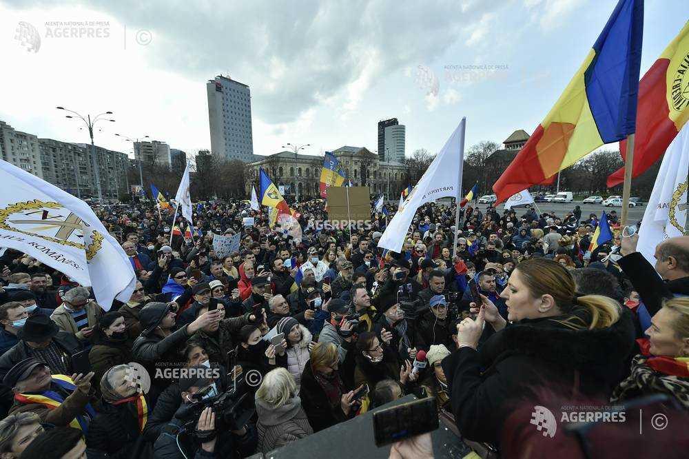 Proteste în Piaţa Universităţii şi Piaţa Victoriei faţă de măsurile restrictive impuse de pandemia de COVID