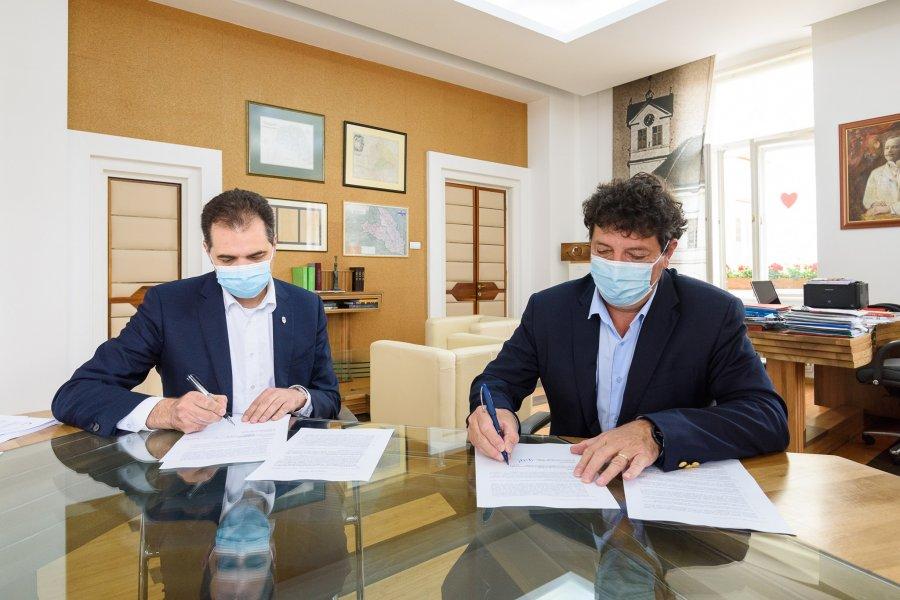 Contractul de vânzare-cumpărare a fostei Fabrici de Ţigarete din Sfântu Gheorghe a fost semnat, astăzi