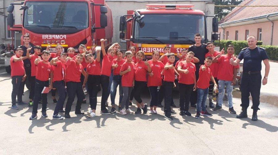 """Copiii din cadrul Fundaţiei """"Caritas"""", în vizită la ISU Covasna"""