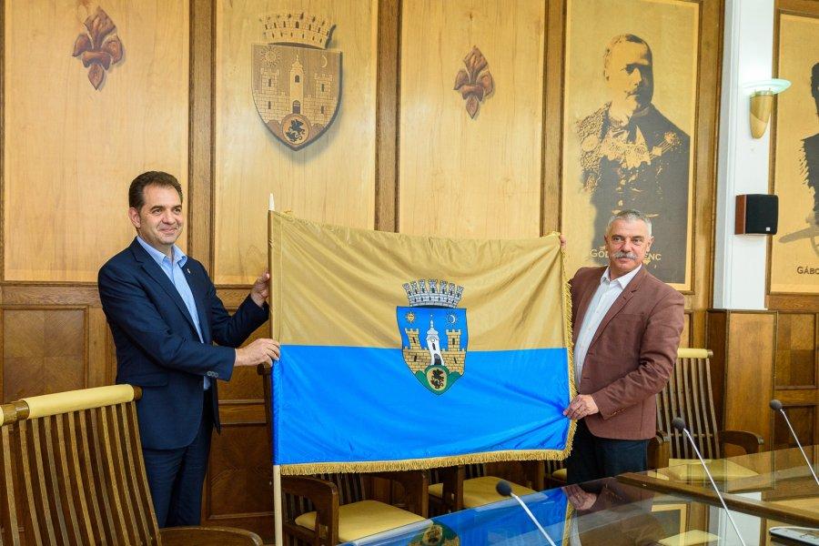 Municipiul Sfântu Gheorghe are steag oficial