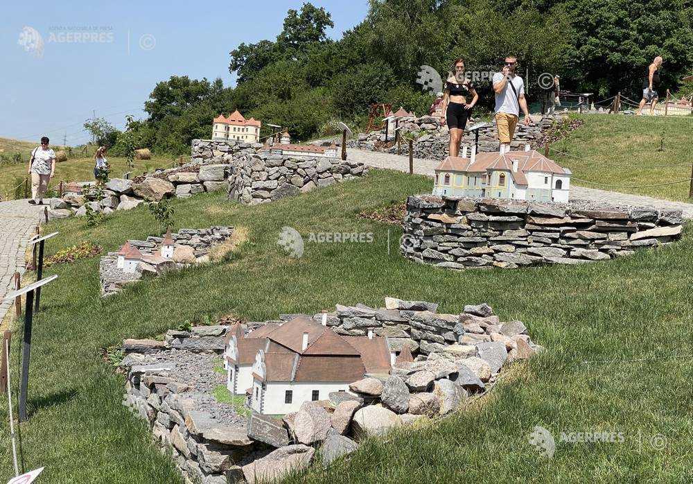 Harghita: Povestea parcului Mini Transilvania, care a prins viaţă în pandemie, vizitat de peste 100.000 de persoane