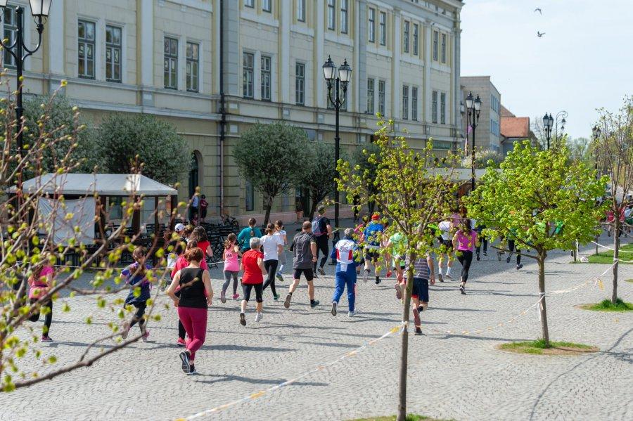 Aproximativ 300 de sportivi vor participa la Campionatul naţional de orientare în alergare